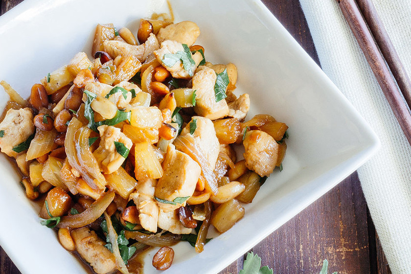 Pollo salteado con piña y cacahuetes: receta sin complicaciones