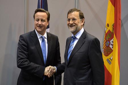 Sr. Rajoy... ¿Ahora se da cuenta de que sólo la tijera no nos saca del abismo?
