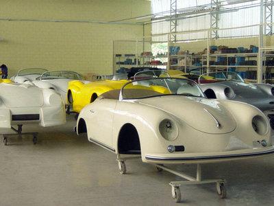 En eBay te puedes comprar una fábrica de réplicas de Porsche 356 y 550