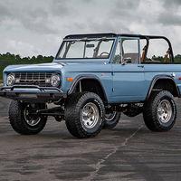 """Este espectacular Ford Bronco """"restomod"""" de 1973 puede ser tuyo, pero vete preparando la cartera..."""