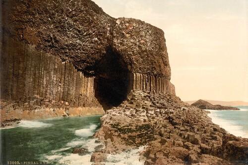 Esta cueva asombrosamente geométrica ha inspirado a grandes artistas, desde Julio Verne hasta Pink Floyd