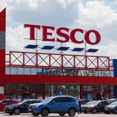 Los supermercados de Reino Unido se quedan sin productos y están rellenando los huecos vacíos con fotos de cartón