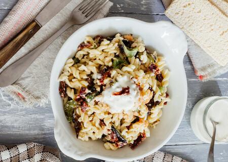 Ensalada de pasta con langostinos: receta fácil, pero deliciosa, para una comida o cena socorrida
