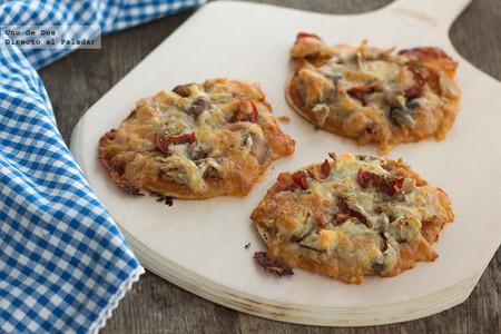 Mini pizzas de bonito, jamón cocido y setas. Receta