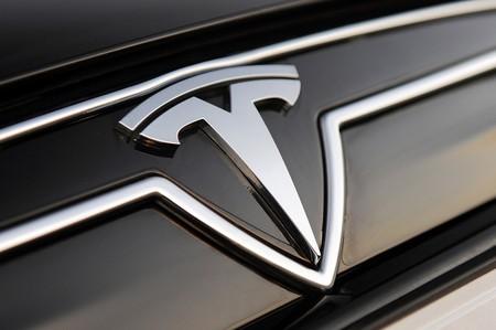 Tesla se consolida entre las diez marcas de coches más valiosas del mundo