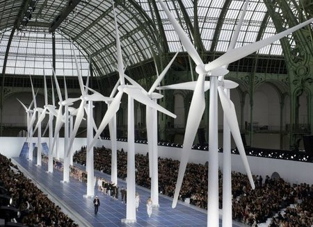"""La energía """"renovable"""" de Chanel y sus evocadores looks en la Paris Fashion Week"""