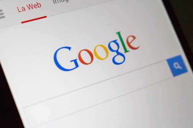 Google actuando como proveedor y competencia: sus propios productos son favorecidos en el 91% de las búsquedas