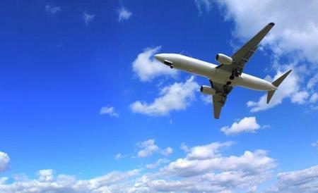 A 30.000 pies de altura: El piloto que saluda a su mamá cuando sobrevuela su casa