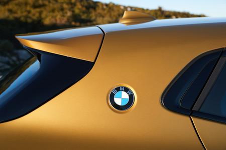 BMW X2 pilar C