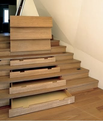 Una buena idea: almacenaje en las escaleras