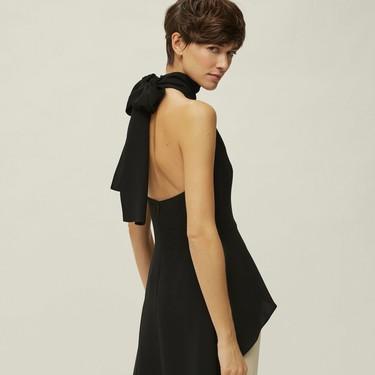 Carolina Herrera, una de las firmas preferidas de Doña Letizia, tiene en rebajas las prendas más sofisticadas de la temporada