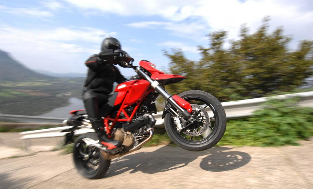 Foto de Ducati Hypermotard (11/27)