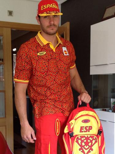 El esperpento del uniforme olímpico español causa la broma de los deportistas