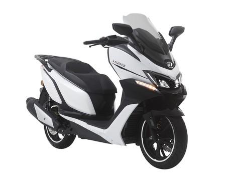 Daelim XQ 125: dos versiones de un scooter asequible, accesible y con o sin suelo plano