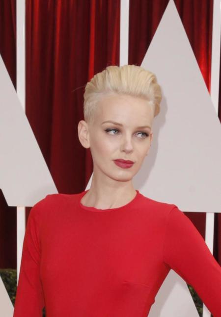 ¡Un diez para Dorith Mous y su vestido rojo en la alfombra de los Oscar 2015!