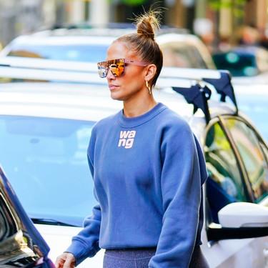 Este es el look más desenfadado y original que Jennifer Lopez ha elegido para ir de compras con su hija