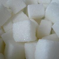Para evitar problemas cardiovasculares, es más eficaz reducir el azúcar antes que la sal