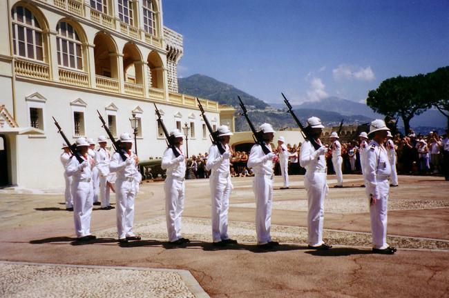 Cambio Guardia Real Mónaco