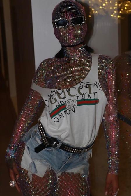 Venirse arriba o el look de Rihanna en Coachella, con bodysuit de lentejuelas hasta las cejas