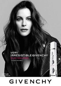 Que Liv Tyler lleva la música en las venas está claro: lo que no sabemos es si olerá a Givenchy