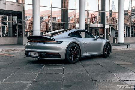 Porsche 911 Carrera S trasera 992 prueba
