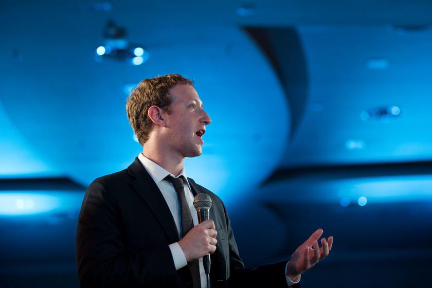 Mark Zuckerberg sigue defendiendo el derecho de Facebook a publicar anuncios políticos con información falsa