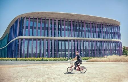 ¿Es conveniente permitir que las bicicletas circulen por aceras y parques?