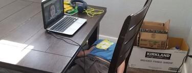La foto de un niño aburrido durante sus clases online que nos muestra el gran reto de la educación virtual en tiempos de COVID
