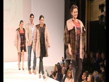 Fashionistas del mundo, este desfile con mucho famoseo patrio puede herir vuestra sensibilidad...
