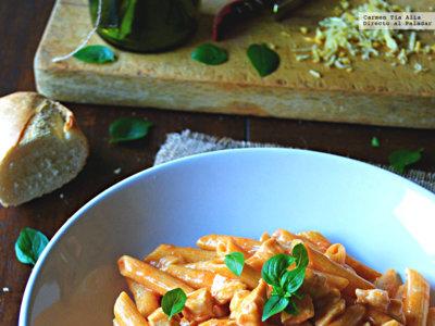 Cómo hacer pasta en salsa cremosa de tomate sin ensuciar más que una cazuela