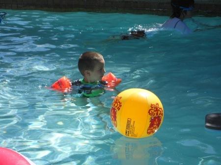 Piscinas con niños: beneficios y consejos de seguridad para disfrutar del verano en ellas