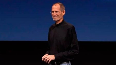 Steve Jobs renuncia a su puesto como CEO de Apple