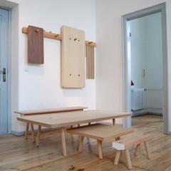 Foto 6 de 7 de la galería mesas-y-taburetes-que-se-guardan-colgados-en-la-pared en Decoesfera