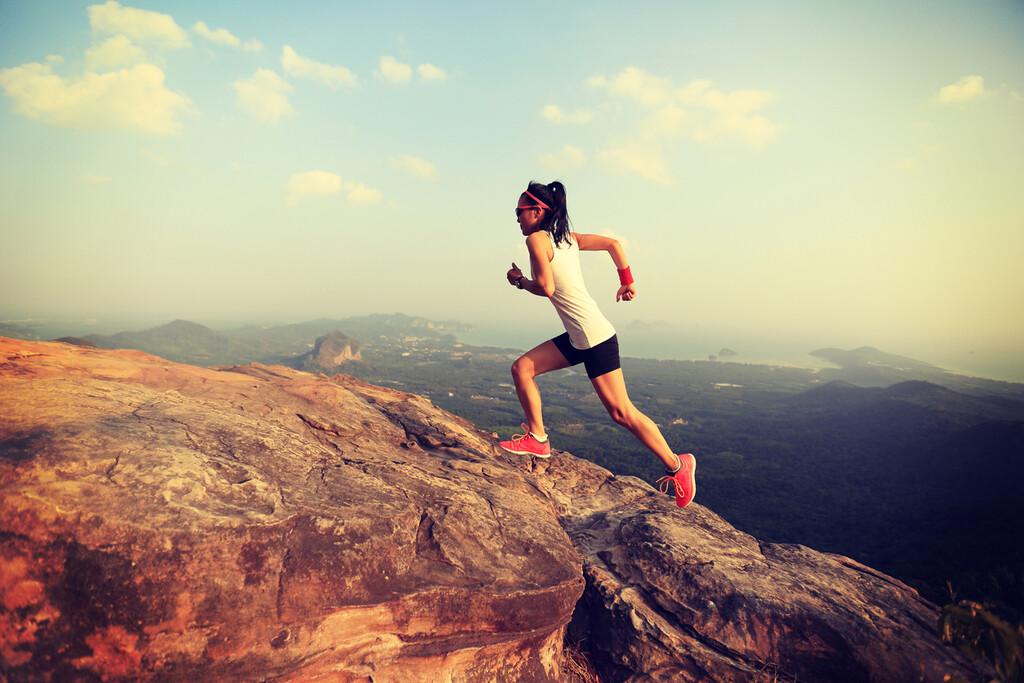 Es el momento del trail running: los beneficios que obtendrás al salir a correr a la montaña, y cómo empezar a cambiar el asfalto por el monte