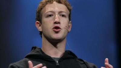 """Mark Zuckerberg """"riñe"""" a Obama por el espionaje electrónico"""