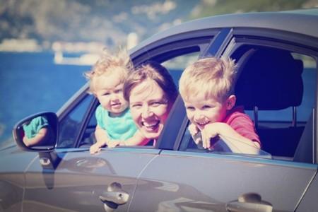 Viajes en coche: consejos prácticos para reducir el mareo