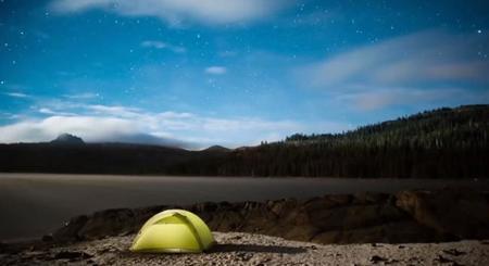 El fotógrafo de montaña Corey Rich nos explica cómo preparar un time lapse durante una noche estrellada