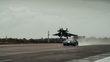 Bugatti Chiron Sport Vs Jet 6