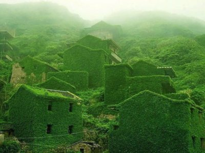 Un pueblo chino completamente invadido por la naturaleza