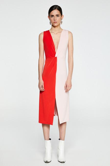 Zara ha lanzado dos vestidos perfectos para amantes del rosa