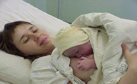 """""""Un parto mamífero es lo mejor para la salud emocional de la madre y el bebé"""". Entrevista a Enrique Blay"""