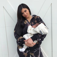 Kylie Jenner nos enseña a su hija Stormi (pero con previos filtros de Snapchat)