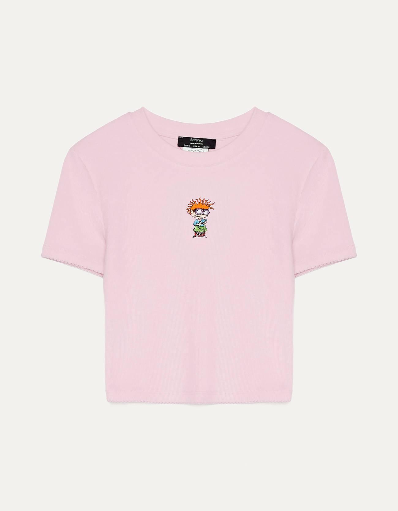 Camiseta de canalé de color rosa con el personaje Chuckie Finster de Rugrats en el centro.