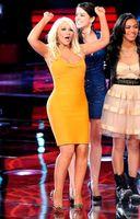 Christina Aguilera reaparece en The Voice... ¡Agárrate que vienen curvas!