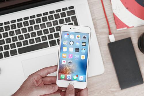 """El FBI desbloquea los iPhone de Pensacola y se muestra decepcionado con la """"falta de ayuda"""" de Apple"""