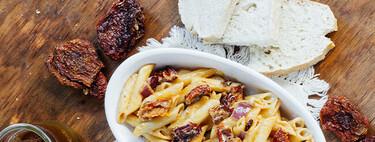 Pasta picante con jitomate deshidratado. Receta fácil de comida italiana