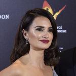 Así de radiante hemos visto a Penélope Cruz en el estreno de La reina de España