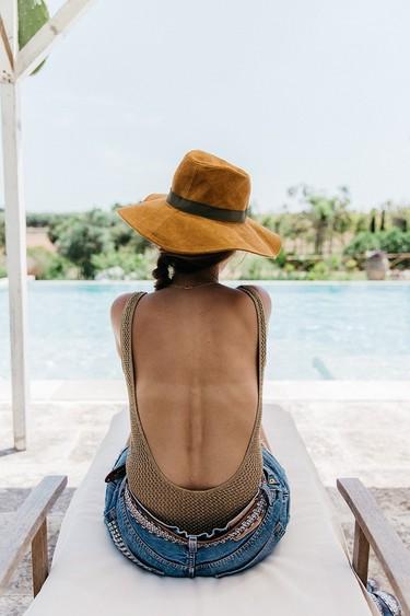 Ir a la playa con estilo es posible, copia los looks de  las bloggers de moda para conseguirlo