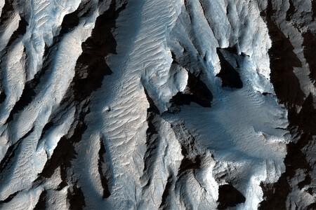 El sistema HiRISE nos da una vista al cañón más grande de nuestro sistema solar