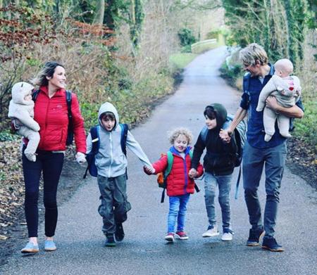 Venden su casa y sus posesiones y se van de viaje por el mundo con sus cinco hijos